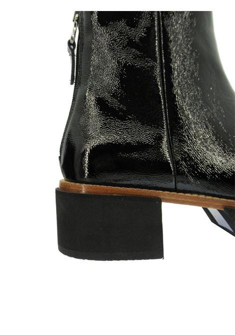 Calzature Donna Stivaletti in Pelle Naplak Nero con Zip Posteriore e Fondo in Micro Ultra Leggero Tattoo | Stivaletti | PAM12Q001