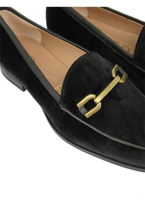 Calzature Donna Mocassini in Camoscio Nero con Morsetto in Oro Opaco e Suola in Gomma Antiscivolo Unisa | Mocassini | DAIMEL001