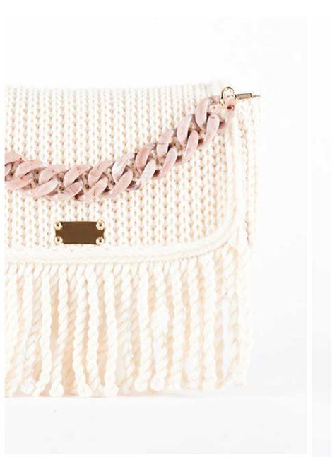 Borsa Donna a Spalla Piccola Pochette Cozy in Lana Avorio Con Tracolla e Catena in Resina in Tinta Via Mail Bag | Borse e zaini | AMYB02