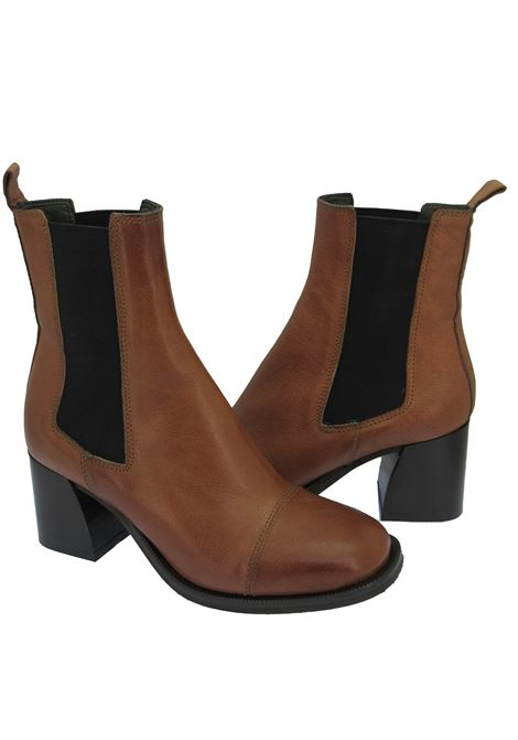 Women's Shoes Beatles Ankle Boots in Tan Leather with Elastics in Round Toe and Leather Heel Zoe | Ankle Boots | LEEDS04014