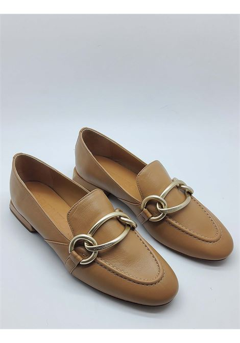 Women's Shoes Moccasins in Tan Leather with Clamp in Burnished Gold and Low Heel Lorenzo Mari | Mocassins | ARABELLA014