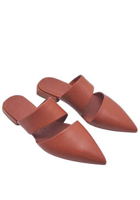 Calzature Donna Sandali Mule in Pelle Cuoio Scuro con Doppia Fascia Lorenzo Mari | Sandali | PURITANI030