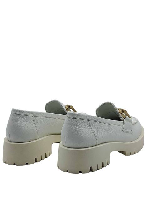 Women's Shoes Loafers in White Leather with Gold Clamp and Treaded Rubber Bottom Bruno Premi | Mocassins | BB0102X100