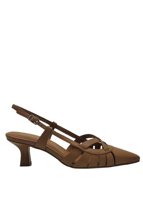 Chanel Women's Shoes in Natural Leather with Low Heel Bruno Premi | Sandals | BB0505X200
