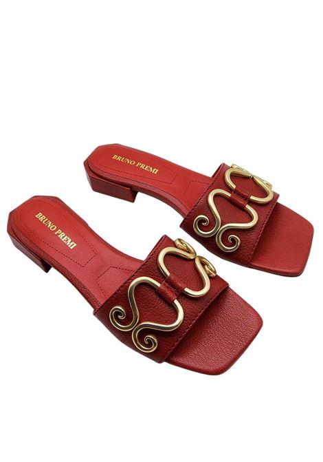 Calzature Donna Sandali in Pelle Rossa con Accessorio in Oro Punta Quadra e Tacco Basso Bruno Premi | Sandali | BB0801X017