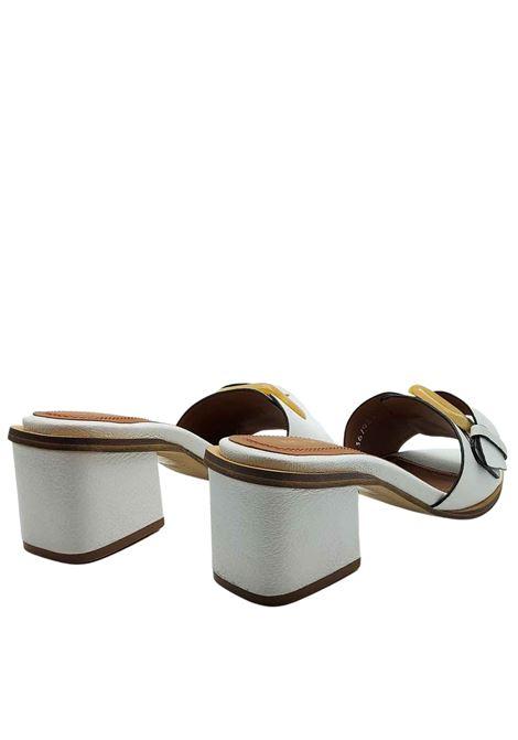 Calzature Donna Sandali Scalzati in Pelle Bianca Con Fibbione Laterale di Colore Osso Bruno Premi | Sandali | BB1201X100