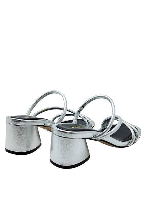 Calzature Donna Sandali in Pelle Laminata Argento con Cinturini e Tacco in Tinta Bruno Premi | Sandali | BB1602X604