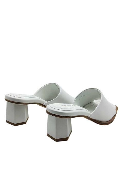 Calzature Donna Scalzati in Pelle Bianca con Tacco in Tinta e Punta Quadra Bruno Premi | Sandali | BB1801X100