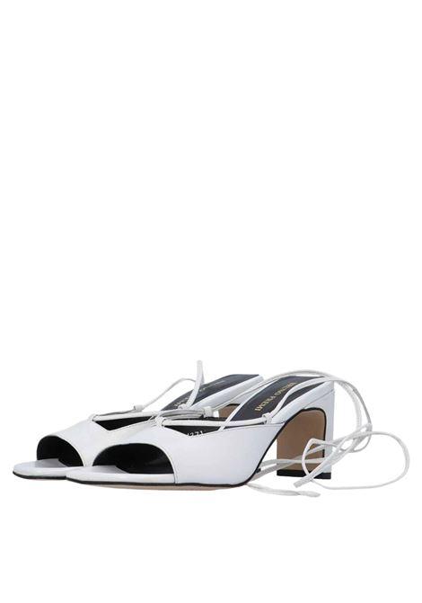 Calzature Donna Sandali in Pelle Panna con Laccetti alla Caviglia e Punta Quadra Bruno Premi   Sandali   BB2101X016