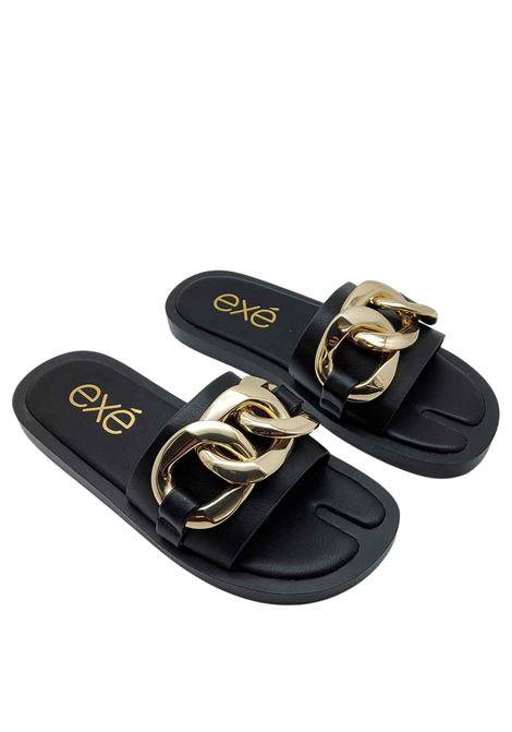 Calzature Donna Sandali in Eco Pelle Nera con Catena in Oro e Zeppa Bassa in Gomma Nera Exe | Sandali Flat | 273001
