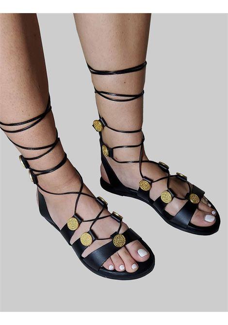 Calzature Donna Sandali Flat alla Schiava in Pelle Nera con Accessori in Oro e Lacci in Pelle Exe | Sandali Flat | 611001