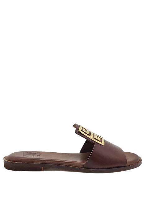 Calzature Donna Sandali Bassi in Pelle Marrone con Accessorio Grande in Oro Exe | Sandali Flat | 838013