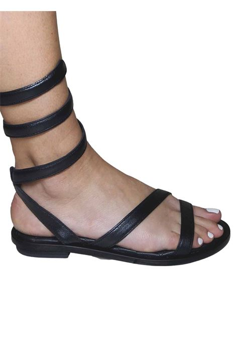 Calzature Donna Sandali Bassi in Pelle Nera con Cinturino Serpente alla Caviglia HADEL | Sandali Flat | 1SA526001