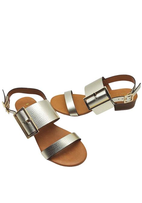 Calzature Donna Sandali in Pelle Laminata Platino con Fibbia Laterale in Oro e Cinturino Posteriore Hispanitas | Sandali | HV211302600