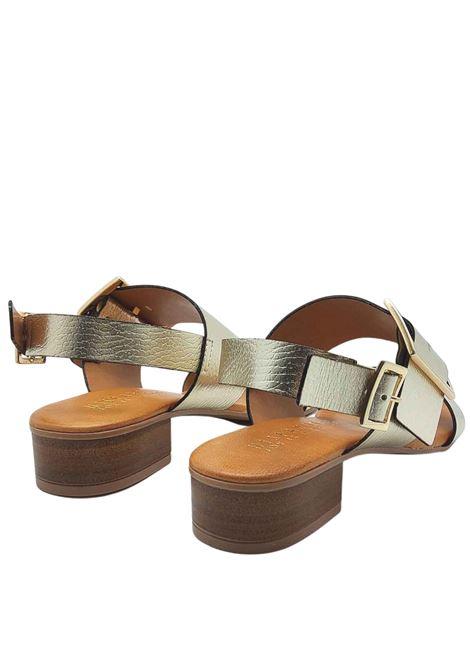 Calzature Donna Sandali in Pelle Laminata Platino con Fibbia Laterale in Oro e Cinturino Posteriore Hispanitas   Sandali   HV211302600