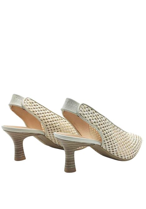 Women's Shoes Chanel Décolleté in Mesh Effect Leather in Cream Color and Elastic in Tint Behind the Heel Hispanitas | Pumps | HV211374016