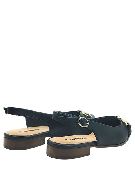 Chanel Women's Shoes in Black Leather with Gold Clamp and Low Heel Lamica | Pumps | SINTA001