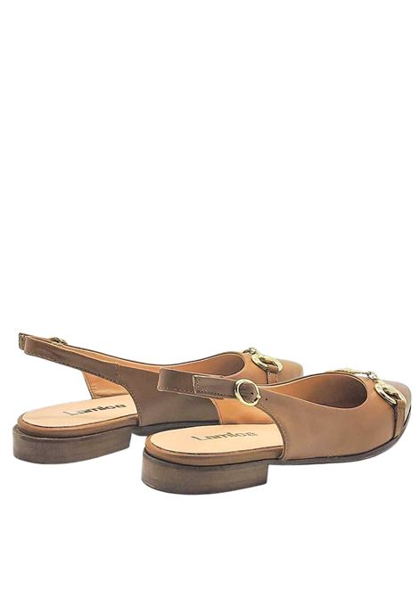Chanel Women's Shoes in Tan Leather with Gold Clamp and Low Heel Lamica | Pumps | SINTA014