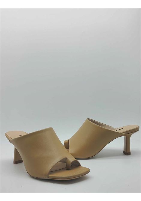Women's Shoes Thong Sandal in Camel Leather with Plain Upper and Square Toe Lola Cruz | Sandals | 126Z14BK025
