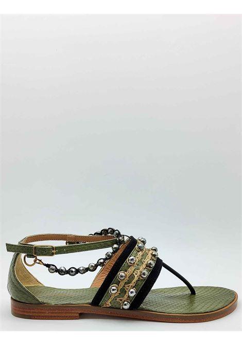 Calzature Donna Sandali Infradito Bassi Exotic Whipstitch in Cuoio e Pelle Verde con Borchie Cinturino e Cavigliera Maliparmi | Sandali Flat | SX047601456B4067