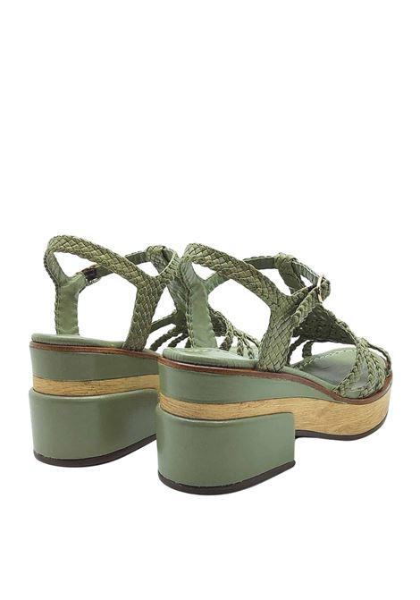 Calzature Donna Sandali in Pelle Intrecciata Verde Cedro con Cinturino alla Caviglia e Zeppa in Legno Pons Quintana | Sandali | 9225005