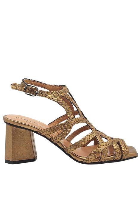 Calzature Donna Sandali in Pelle Laminata Intrecciata Oro con Cinturino Posteriore Tacco Alto e Suola in Cuoio Pons Quintana | Sandali | 9257602