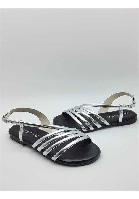 Calzature Donna Sandali Bassi in Pelle Argento Cinturino alla Caviglia e Fondo in Gomma Sandro Rosi | Sandali Flat | 3293604