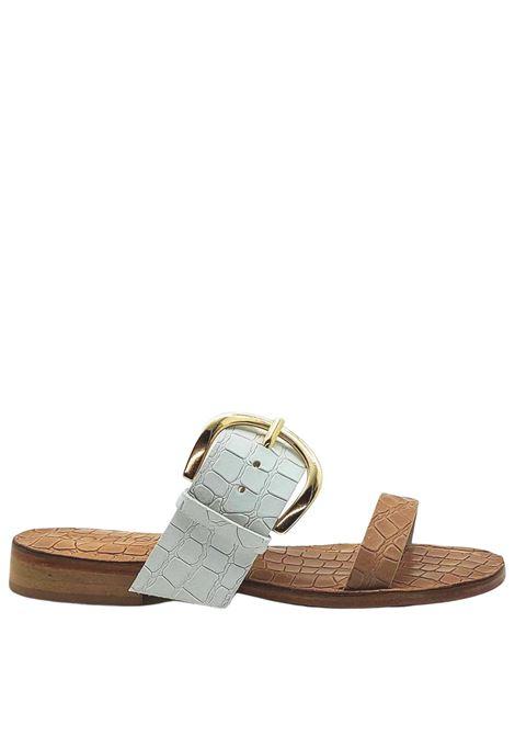 Calzature Donna Sandali in Pelle Stampata Cocco Beige e Bianco con Fibbia Grande in Oro e Suola in Cuoio Spatarella | Sandali | DG25015