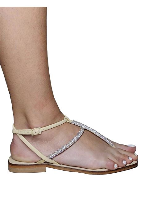 Calzature Donna Sandali Infradito In Camoscio Beige E Strass Tono su Tono E Cinturino Posteriore Spatarella | Sandali Flat | DI81015