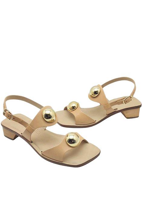 Calzature Donna Sandali Con Tacco in Pelle Nude Doppia fascia Con Borchie In Oro E Cinturino Posteriore Spatarella | Sandali | DL10300