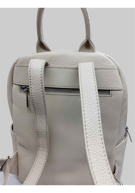Woman Backpacks in Cream Hammered Leather with Front Pocket and Adjustable Leather Straps Spatarella | Bags and backpacks | PE0213009
