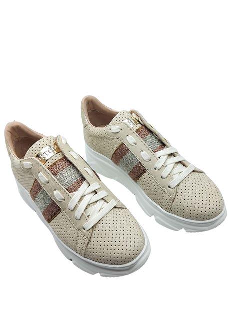 Calzature Donna Sneakers in Pelle Naturale Forata con Banda Laminata Laterale e Fondo Zeppa in Gomma Stokton | Sneakers | 650-D200
