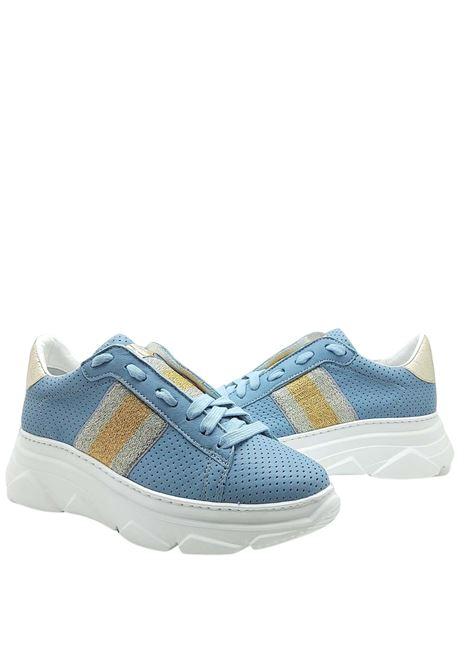 Calzature Donna Sneakers in Pelle Celeste Forata con Banda Laminata Laterale e Fondo Zeppa in Gomma Stokton | Sneakers | 650-D400