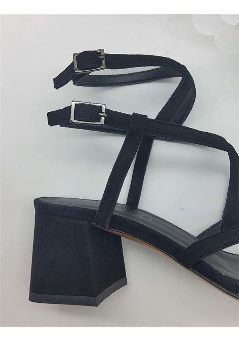 Calzature Donna Sandali In Camoscio Nero Punta Quadra Con Cinturini Intrecciati Tattoo | Sandali | 119Q001