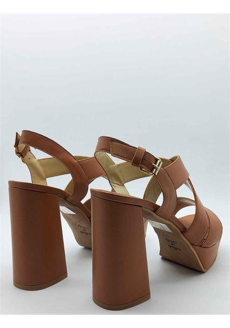 Calzature Donna Sandali in Pelle Cuoio con Cinturino Posteriore e Tacco Alto e Plateau Tattoo | Sandali | 121014
