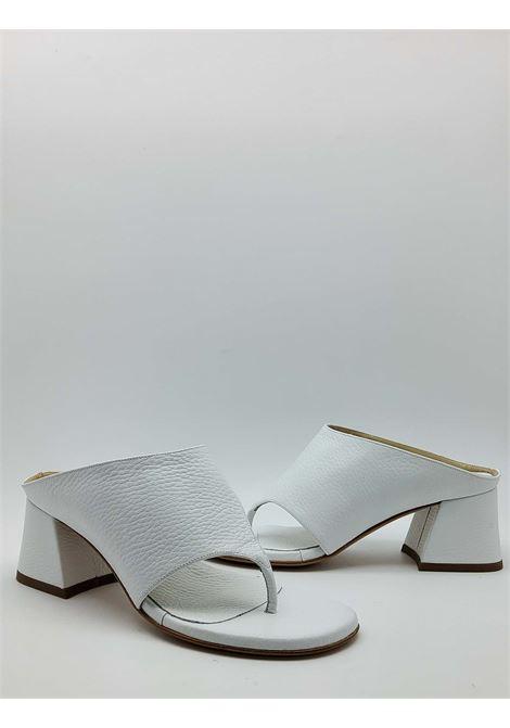 Calzature Donna Sandali Infradito in Pelle Bianca con Fascione Tattoo | Sandali | 4105100