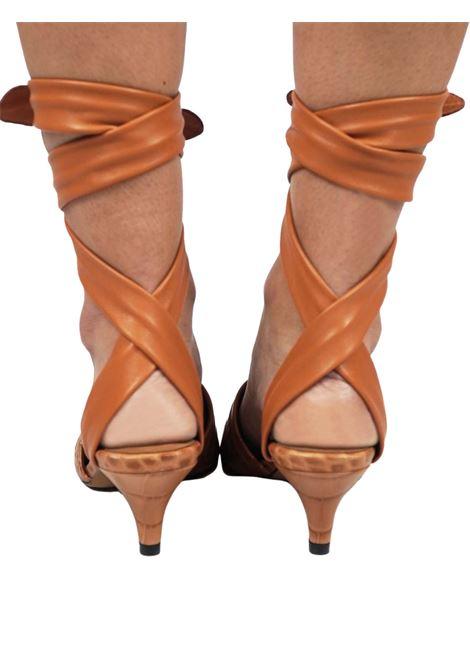 Calzature Donna Sandali in Pelle Cuoio Stampa Cocco con Lacci alla Caviglia in Pelle Tono su Tono Toral | Sandali | TL12634014