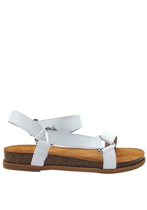 Calzature Donna Sandali Bassi in Pelle Bianca con Ganci in Argento Cinturino con Chiusura Velcro Unisa | Sandali | COLIRO100