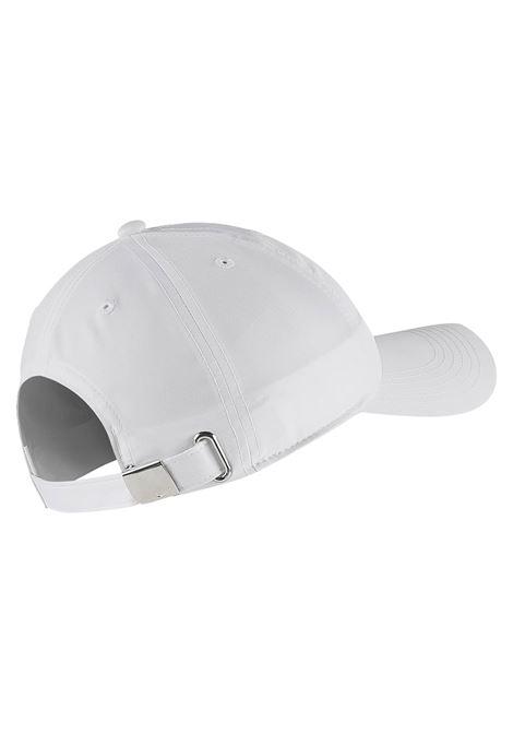 metallic swoosh NIKE | Cappelli | AV8055-100