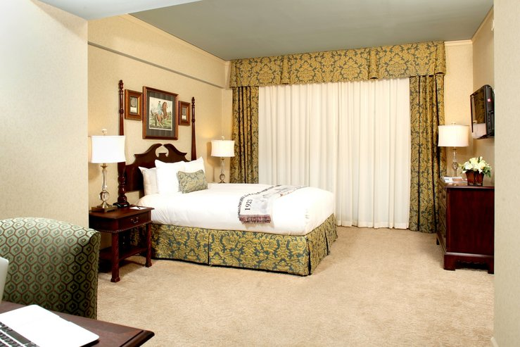 Brown hotel club deluxe king b hpg