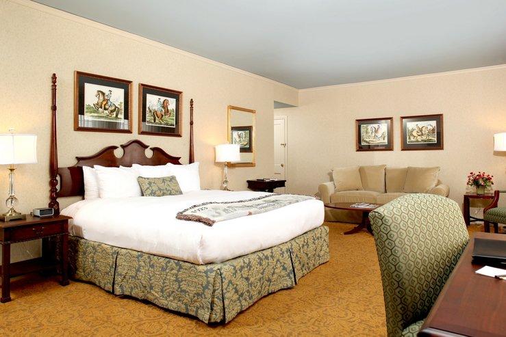 Brown hotel club luxury king a hpg