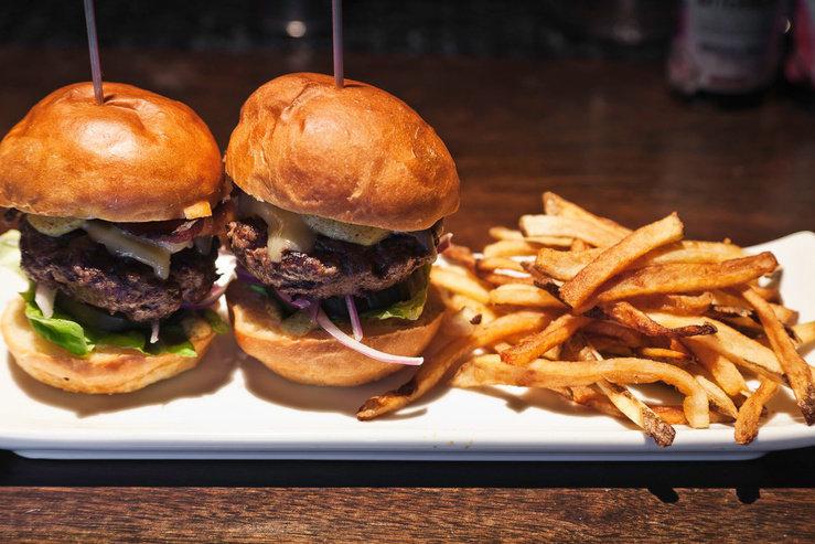 O hotel bar kitchen burger hpg