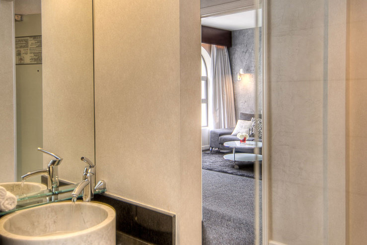 O hotel flower suite bathroom hpg