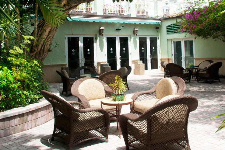 Riverside hotel courtyard lobby entrance hpg