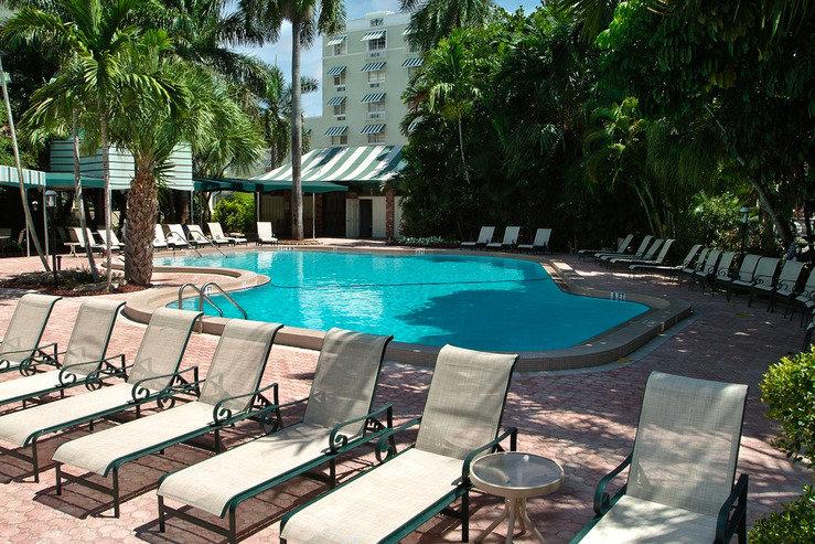 Riverside hotel pool2 hpg