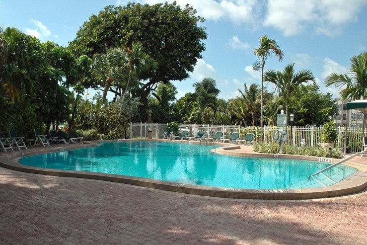 Riverside hotel pool hpg