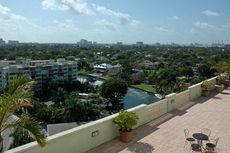 Riverside hotel terrace hpg