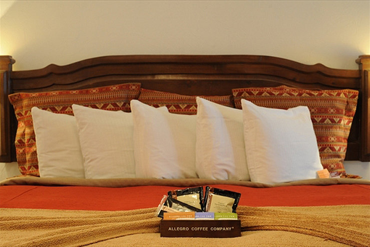 Table mountain inn pillows and gift hpg