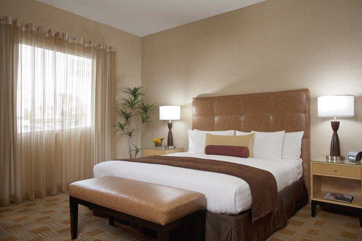 The elan hotel executive king room aa hpg