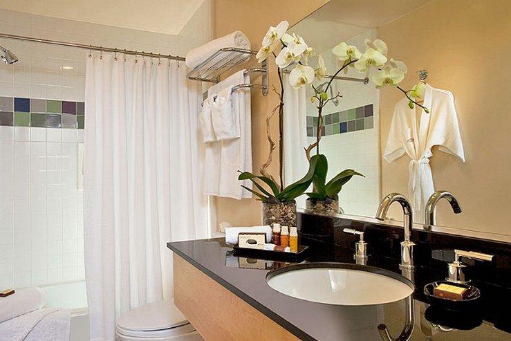 The elan hotel guest bath 2 hpg